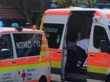 Rostock - Rettungswagenbesatzungen in Lütten Klein von 20 Personen mit Steinen und Glasflaschen angegriffen